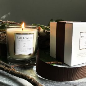 eau lovely oud candle